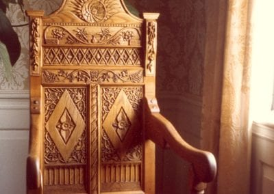 Hancarved wedding-chair